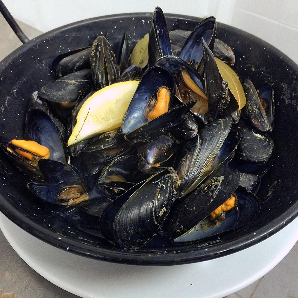comer-menorca-binisafua-nautico-mejillones-roca